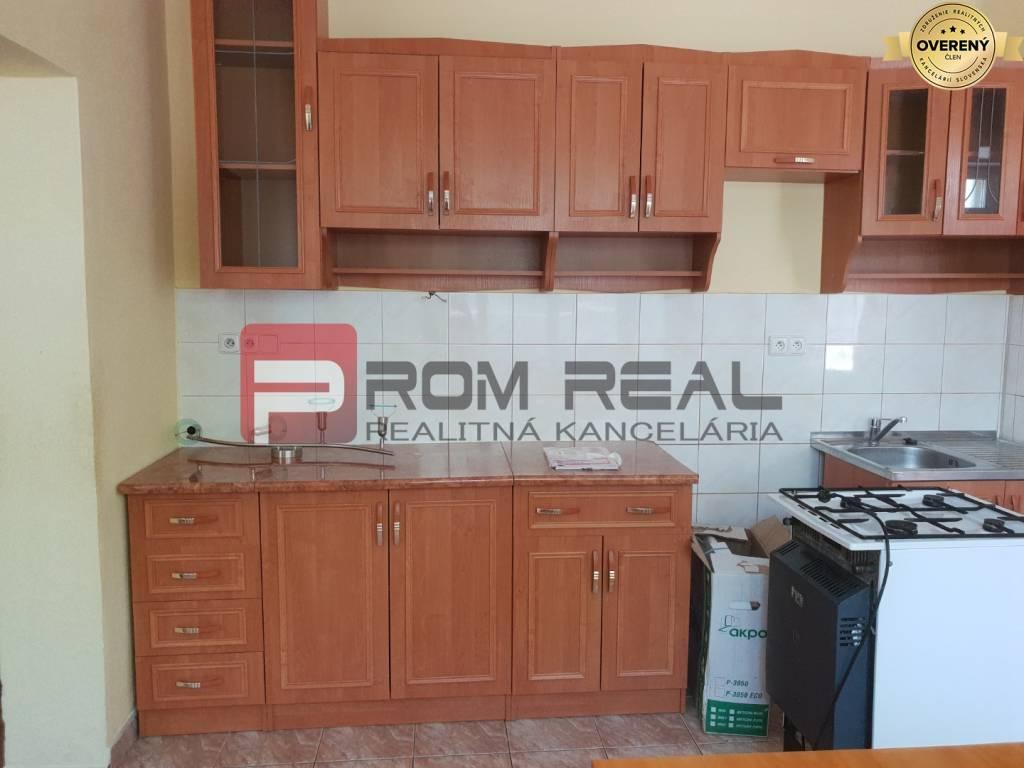 Rodinný dom-Prenájom-Pezinok-450.00 €