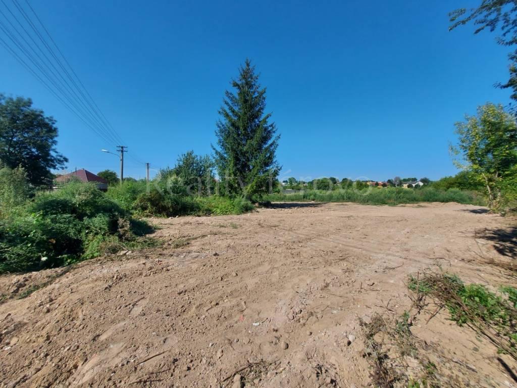 Ponúkame na predaj pozemok v obci Dubník