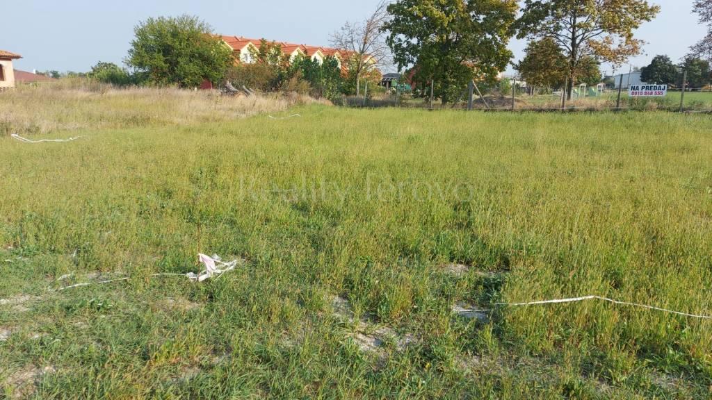 Ponúkame na predaj pozemok v obci Andovce