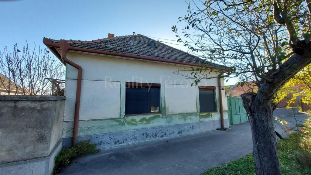 Rodinný dom-Predaj-Dolné Saliby-50900.00 €