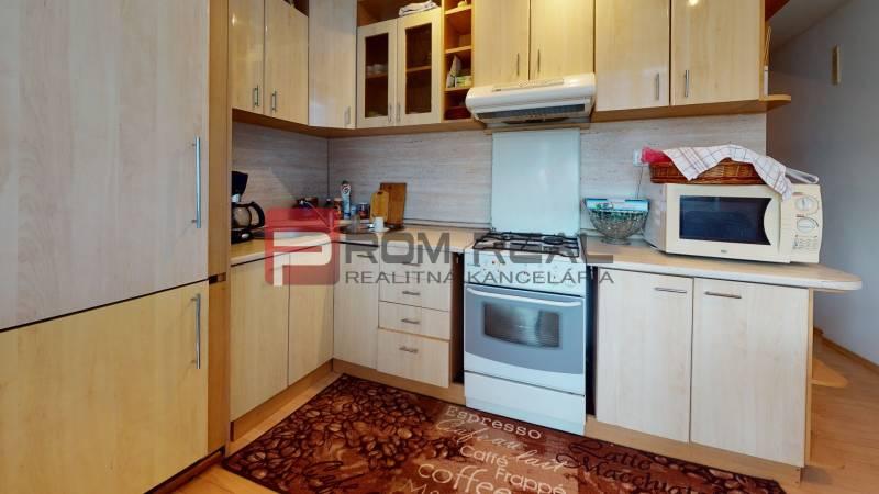 PREDAJ-2-izboveho-bytu-v-Pezinku-Kitchen.jpg